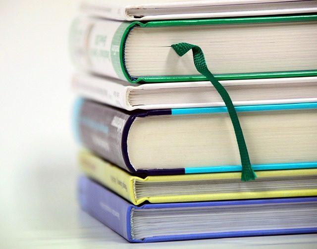 books-1943625_640.jpg