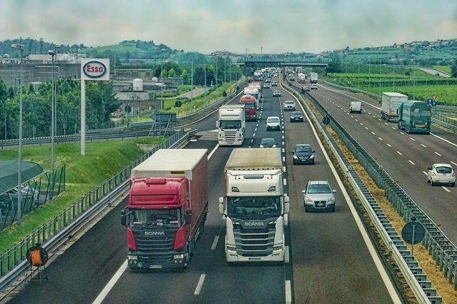 highway-3392100_640.jpg